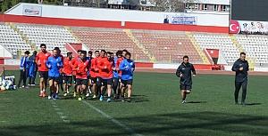Türkoğlu Belediyespor 12 şubat stadında çalıştı