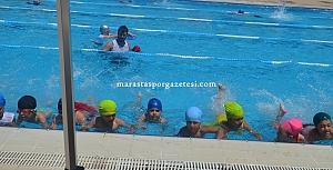 Yüzme Yaz Spor okulu Batıpark Yüzme havuzunda devam ediyor.