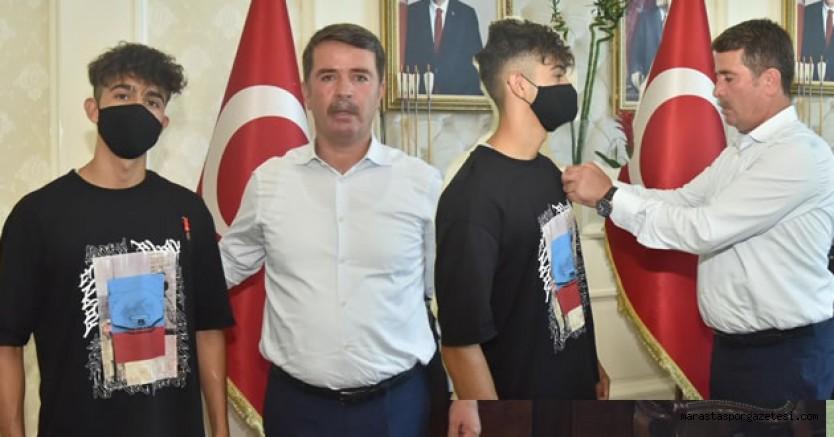 Başkan Osman Okumuş, Dereceye giren sporcuyu altınla ödüllendirdi