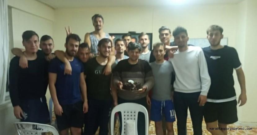Elbistanspor'lu oyunculardan doğum günü  sürprizi