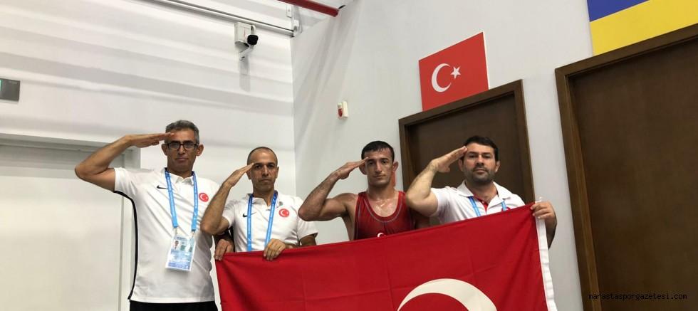 Kahramanmaraş'lı Güreşçi Madalyasını Aldı