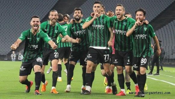 Kocaelispor, 1.Lig'de! (Kocaelispor 4-0 Sakaryaspor MAÇ SONUCU ÖZET)