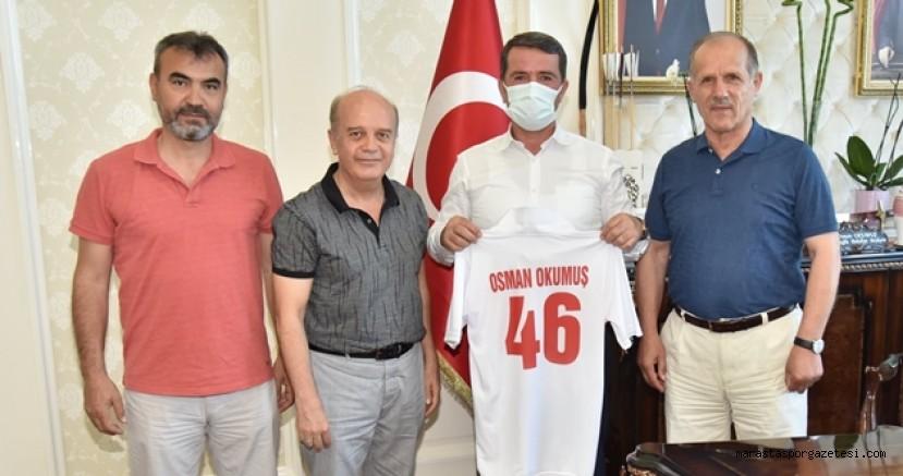 Osman Okumuş'la İlçesindeki spor faaliyetleri hakkında fikir alışverişinde bulundurlar
