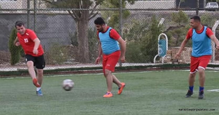 Türkoğlu Millet Bahçesi içerisinde bulunan spor kompleksinde dostluk maçı oynandı